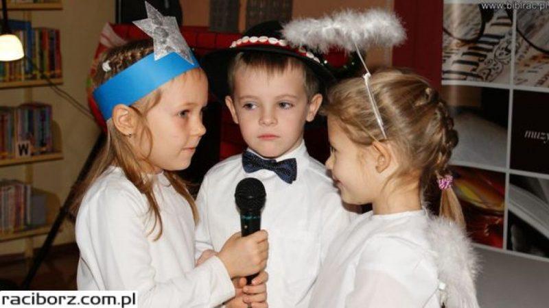 Przedszkolaki śpiewały kolędy w bibliotece