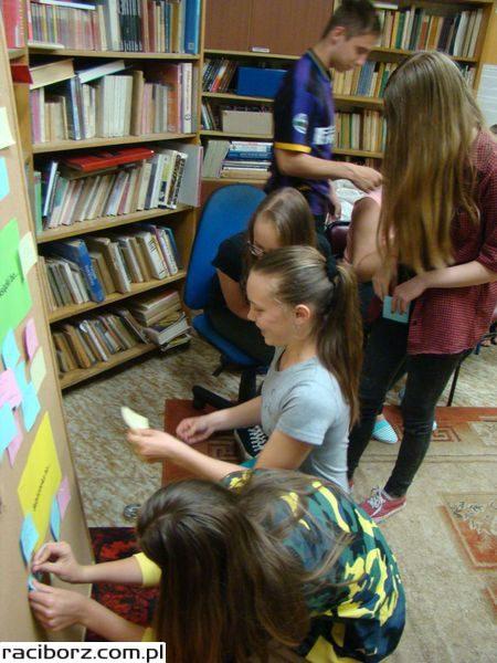 Gimnazjaliści z Nędzy spędzili noc w bibliotece