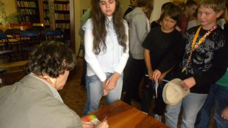 Arkadiusz Niemirski gościł w bibliotece