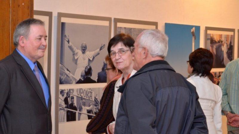 Wernisaż wystawy papieskiej w muzeum