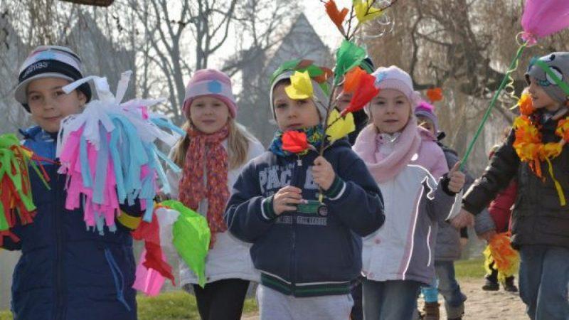 W parku Roth przedszkolaki pożegnały zimę