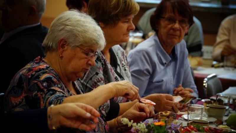 Seniorzy z Nędzy przy karaoke świętowali swój dzień