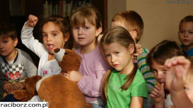 Światowy Dzień Pluszowego Misia w bibliotece w Markowicach