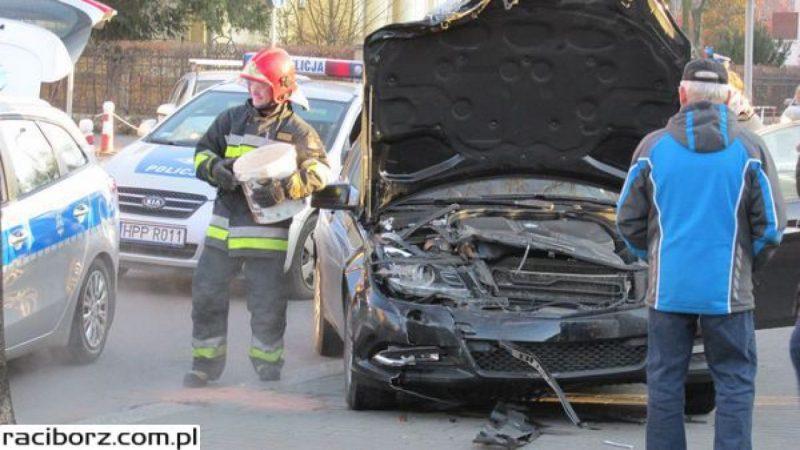 Zderzenie dwóch aut na skrzyżowaniu Ogrodowej/Słowackiego