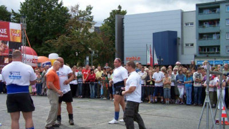 Pokazy StrongMan przyciągnęły tłumy na plac Długosza